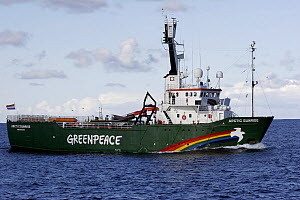 The Greenpeace vessel Arctic Sunrise hampers fishing operations in the North Sea, May 2007  -  Philip Stephen