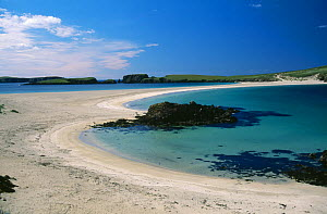 Sandbar (Tombolo) connecting St Ninians Isle to the mainland Shetland Isles, the sand is above sea level except at extremely high tides, and is accessible to walkers, Shetland Isles, Scotland, UK  -  Peter Lewis
