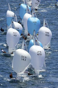 470 dinghys racing to the finishing line. Semaine Olympique Fran�aise, Hyeres, France 2008 - Franck Socha