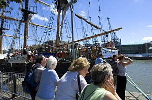 """Visitors with the """"Earl of Pembroke"""" tall ship at Bristol Harbour Festival, August 2008  -  Rob Cousins"""