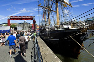"""Spectators by the """"Kaskelot"""" sailing ship at the Bristol Harbour Festival, August 2008  -  Rob Cousins"""