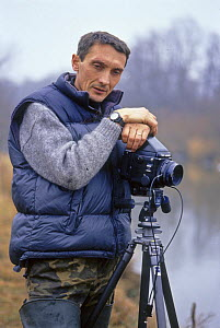 Igor Shpilenok, photographer and nature conservationist, with camera beside river, Bryansky Les Zapovednik, Bryansk province, Russia - Igor Shpilenok