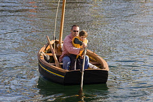 Father teaching son how to scull at the Douarnenez Maritime Festival, France, July 2008  -  Benoit Stichelbaut