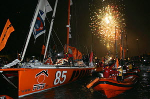 Arrival of Vincent Riou aboard PRB yacht after Vendee Globe race, Les Sables d'Olonne, France, February 2005  -  Benoit Stichelbaut