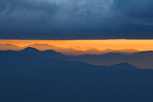 Mountains to the east, seen at sunrise from Tiger hill viewpoint, Darjeeling, West Bengal, India  -  Bernard Castelein