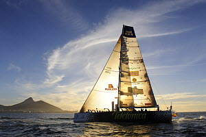 ^Telefonica Black^ arriving in Cape Town in 8th (last) place with a broken rudder and bow sprit. The 10th Volvo Ocean Race, 2008-2009. November 2008. For EDITORIAL USE only.  -  Rick Tomlinson
