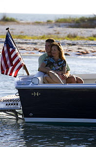 Couple relaxing in the cockpit of Hunt Harrier 25 off Marco Island, Florida, USA. Model and property released, 2007.  -  Billy Black