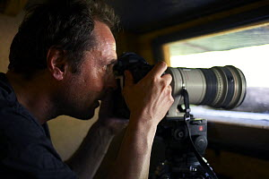 Markus Varesvuo, photographer, in bird hide, Pusztaszer, Hungary, May 2008  -  Wild Wonders of Europe / Varesvuo
