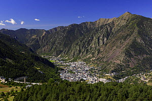 Andorra la Vella, Escaldes and Engordany villages with Garroi peak in the background seen from Engolasters, Pyrenees, Andorra, September  -  Oriol Alamany