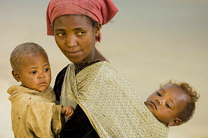 Woman with two young children, near Fianarantsoa, Madagascar, November 2007  -  Inaki Relanzon