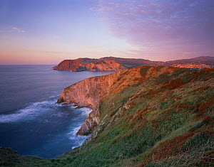 Coast near Barrika and Plentzia at sunset, Basque country, Bay of Biscay, Spain, October 2008  -  Wild Wonders of Europe / Popp-Ha