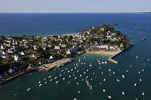 Port and harbour beach of Locquirec (Finist�re), Brittany, August 2009. - Benoit Stichelbaut