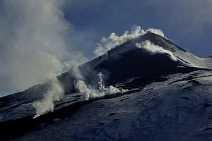 Fumaroles on the South East crater of Mount Etna Volcano, Sicily, Italy, May 2009  -  Wild Wonders of Europe / Grunewald