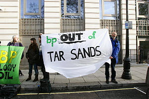 People holding sheets stating 'bp out of tar sands' at road side, part of 'The Wave' climate change march ahead of the Copenhagen climate summit, London, UK, 5th December 2009  -  Tom Gilks