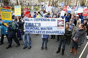 Protesters, part of 'The Wave' climate change march ahead of the Copenhagen climate summit, large sign stating 'Asia depends on Tibet's glacial water, don't let it disappear' London, UK, 5th December...  -  Tom Gilks