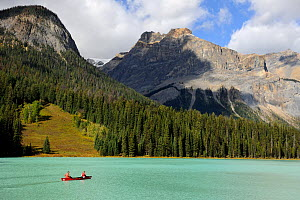 Two people canoeing on Emerald Lake, Yoho National Park, Rocky Mountains, British Columbia, Canada, September 2009 - Eric Baccega