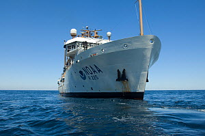 "Research vessel ""Henry B. Bigelow"" at sea, Mid-Atlantic Ridge, North Atlantic Ocean, July 2009 - David Shale"