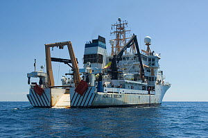 "Research vessel ""Henry B. Bigelow"" at sea, Mid-Atlantic Ridge, North Atlantic Ocean, July 2009. - David Shale"