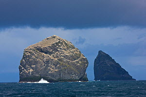 Stac Lee and Stac an Armin, home to Northern gannet (Morus bassanus) colonies, St. Kilda Archipielago, Outer Hebrides, Scotland, UK, June 2009  -  Wild Wonders of Europe / Muñoz