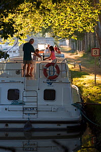 Family cruising on the Canal Du Midi near Port de Bram, southern France. July 2009. Model and property released.  -  Billy Black