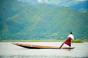 Traditional fishermen who rows with the feet, in Inle Lake, Shan State, Myanmar, Burma. August 2009  -  Inaki Relanzon