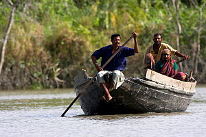Fisherman in boat, Sundarbans NP, Bangladesh, November 2008  -  David Woodfall