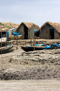 Shrimp fishing community threatened by rising sea levels caused by climate change,  Sundarbans, Bangladesh, November 2008 - David Woodfall