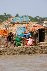 Village community at risk from rising sea levels due to climate change, Sundarbans, Bangladesh, November 2008  -  David Woodfall