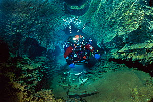 Olivier Isler, diving in Doux de Coly, Perigord Noir, Southern France, March 2006  -  Wild Wonders of Europe / Hodalic