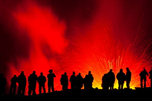 People watching and photographing the Eyjafjallaj�kull volcano erupting, Fimmv�r�uh�ls area, Iceland, 7th of April 2010 - Juan Carlos Munoz
