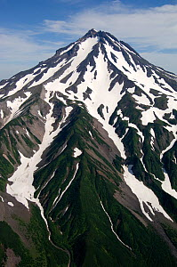 Aerial view of Gorely volcano (1,829m) with snow on slopes, Kamchatka, Russia, August 2006 - Patricio Robles Gil
