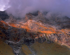 Mounherran (2783 m) in clouds, Crete de Chourrugue, Pyren�es, France, October 2008  -  Wild Wonders of Europe / Popp-Ha