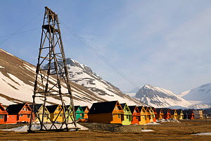 Houses and industrial archaeology in valley between the mountains. Longyearbyen, Svalbard, Norway, June 2008.  -  Bryan and Cherry Alexander