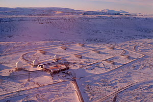 Golfball radars, part of the US missile defence system near Thule Airbase in Northwest Greenland, 1996. Editorial use only. - Bryan and Cherry Alexander