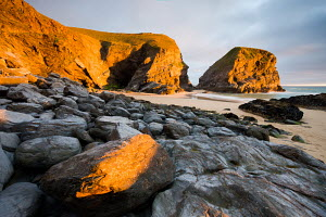 Summer evening on the shore at Bedruthan Steps, Cornwall, England. May.  -  Adam Burton