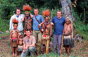 Film crew with Huli people in Papua New Guinea during the filming of 'Jungles' for the BBC NHU Planet Earth series. Huw Cordey, Jeff Wilson, Tom Clarke and Paul Stewart. August 2004.  -  Tom Clarke