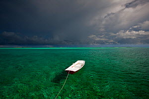 Tethered tender floating on clear waters under stormy skies. Exumas, Bahamas, Caribbean. June 2009.  -  Onne van der Wal