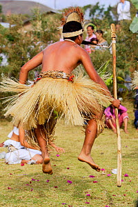 Traditional dancer at the Fiesta de la Lengua, Hanga Roa village, Easter Island (Pascua / Rapa Nui), Pacific ocean, November 2004  -  Oriol Alamany