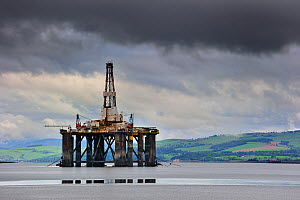 Oil rig in Cromarty Firth near the port of Invergordon, Easter Ross, Highlands, Scotland, UK, May 2010  -  Philippe Clement
