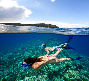 Couple free diving off Molokini Marine Preserve, Maui, Hawaii. Model released.  -  David Fleetham