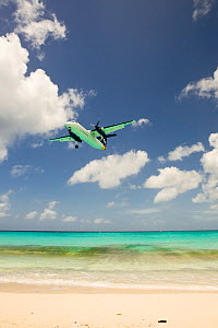 Aeroplane landing at Juliana Airport, Maho Bay, near Philipburg, St. Maarten (Dutch side of island) Caribbean. August 2006.  -  Michele Westmorland