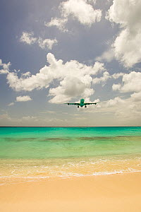 Aeroplane coming in to land at Juliana Airport, Maho Bay, near Philipburg, St. Maarten (Dutch side of island) Caribbean. August 2006.  -  Michele Westmorland