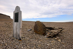 Graves of Sir John Franklin's sailors dated 1846 on Beechey Island close to Devon Island. St John Franklin left England in 1845 and searched for the Northwest Passage. Nunavut, Canada,  August 2010  -  Eric Baccega