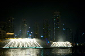Fountains and Dubai skyline during festivities at the Louis Vuitton Trophy. United Arab Emirates, November 2010. Non-editorial uses must be cleared individually. - Franck Socha