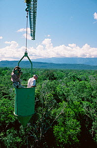 Camerawoman Justine Evans filming presenter Sir David Attenborough in a canopy crane on location for BBC Natural History Unit series 'Life of Birds'. Venezuela, 1997  -  Mike Salisbury