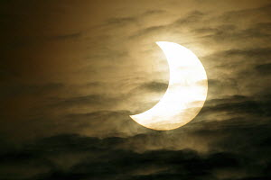 Solar eclipse 63% on 4 January 2011, seen from Barcelona,  Spain  -  Oriol Alamany