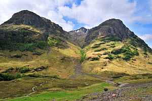 The Coire nan Lochan leading to Bidean nam Biam at Glencoe, Highlands, Scotland, UK, May 2010  -  Philippe Clement