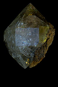 Herkimer Diamond, a double terminated quartz crystal (SiO2 / silicon dioxide) Many industrial uses including glass - John Cancalosi
