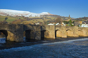 The 17th century bridge at Crickhowell, Powys, with snow covered hills beyond. Brecon Beacons National Park, Wales, January 2010.  -  Peter Lewis