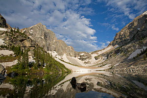 Alpine tarn and glacial horn in the Teton Range, Wyoming, USA. July 2008, Note the U-shaped profile of the top of the cirque. - Visuals Unlimited
